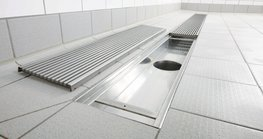 Richard Brink's industrial and kitchen channels are the largest variant of indoor drainage systems and can be used in communal showers, commercial kitchens and industrial areas.