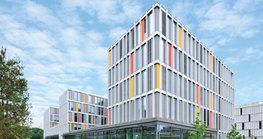 The Stadtwerke München (SWM) Munich City Utilities commissioned an 'IT townhall' – the IT-Rathaus – to be built on the premises of the Campus M technology park, bringing a large part of the municipal authorities' information and telecommunications technology under one roof.