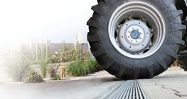 The company Richard Brink has developed a new dewatering solution for heavy loads: the Fortis concrete channel can be integrated into driveable surfaces such as private courtyards, public roads, car parks or industrial areas.