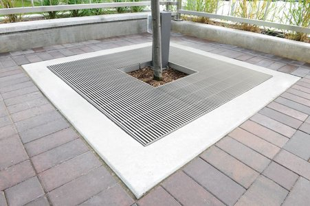 To ensure that all dewatering and drainage areas maintain a uniform look, the tree guards were adapted to mirror the design of the Hydra Linearis gratings.