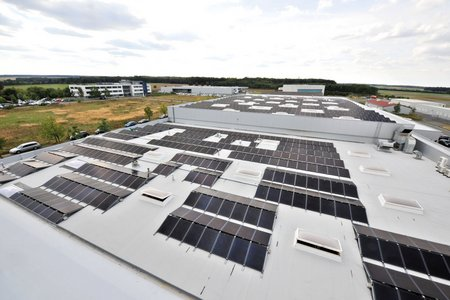 CIS modules with a total output of approx. 330,000 kWh per year are a resource-efficient source of energy for the production halls of HEGGEMANN AG.