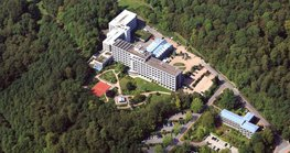 Rosenberg Hospital has over 195 beds and is run by German insurer Deutsche Rentenversicherung Westfalen (DRV). The hospital is located in Bad Driburg, near Paderborn.