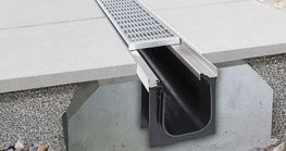 Richard Brink GmbH & Co. KG is expanding its portfolio with the plastic Kufor channel. The new addition is used on surfaces that are exposed to low direct loads but are driven across by cars.
