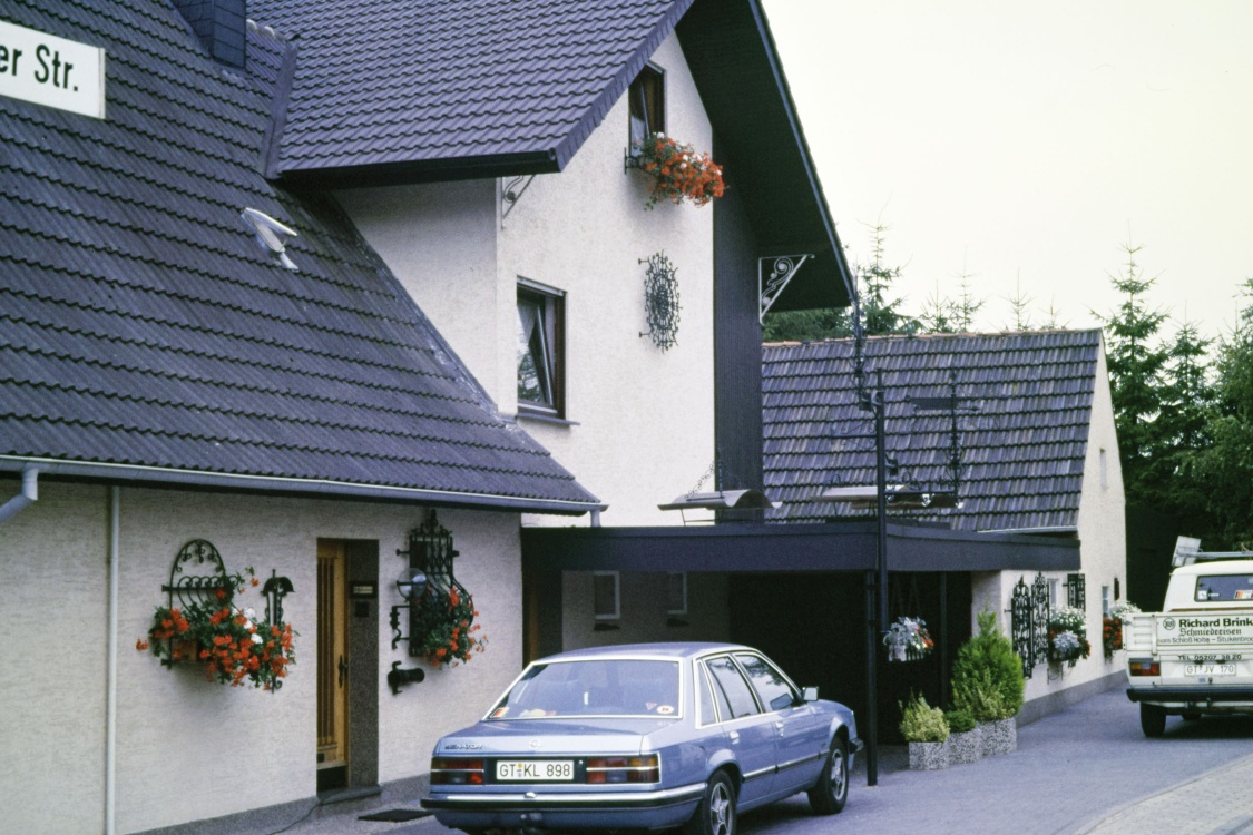 It all began in a garage in Schloß Holte-Stukenbrock. This is where Richard Brink and his wife Annegret started their family business Richard Brink, a smithery, in 1976.